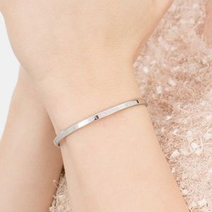 Daniel Wellington medium cuff in color: silver